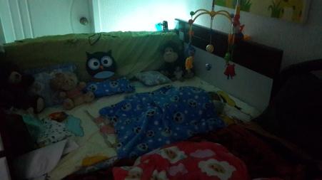 Una luz baja puede ayudar para que el bebé no se asuste por la noche, cuando se despierte.