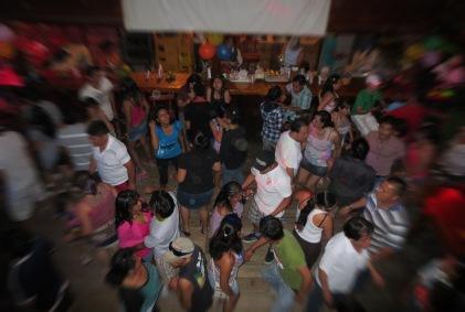 Las fiestas se viven intesnamente en las discotecas que están al filo del malecón de Atacames.